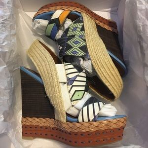 NWT Boutique 9 Wedges - Size 6